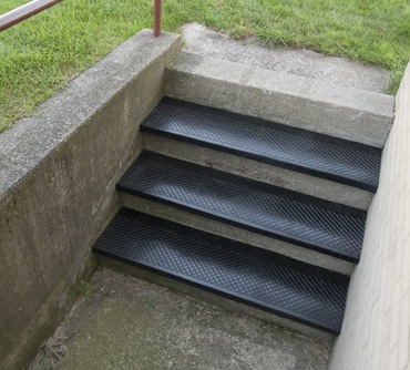 No. 633 Outdoor Rubber Stair Tread